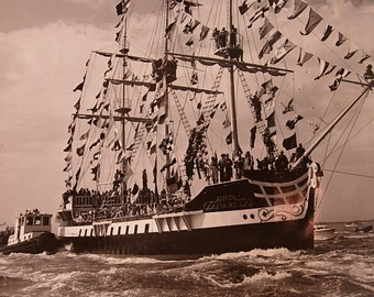 8x9 Photo of the Gasparilla Pirates Closing in on Tampa
