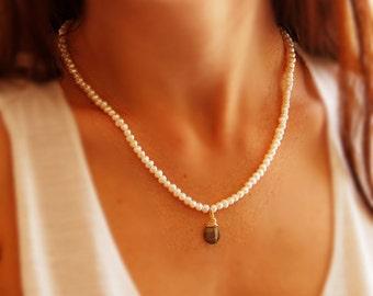 Pearl necklace, bridal necklace, labradorite pendand, gold necklace, bridal pearl lewelry, labradorite drop