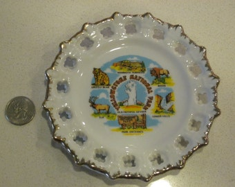 vintage Yellowstone National Park state plate - collectible retro kitsch