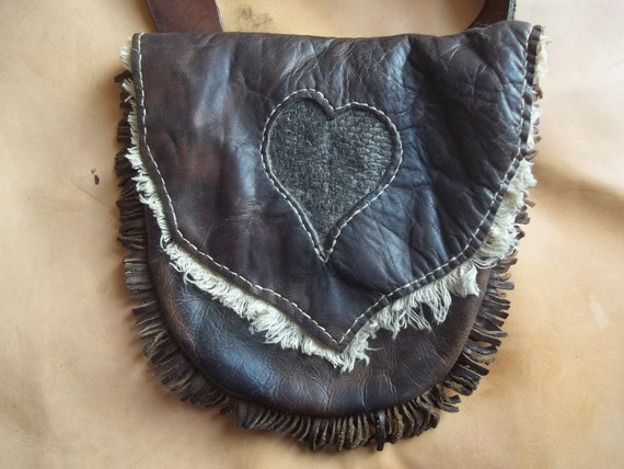 Oak tanned cow Hunting pouch, heart