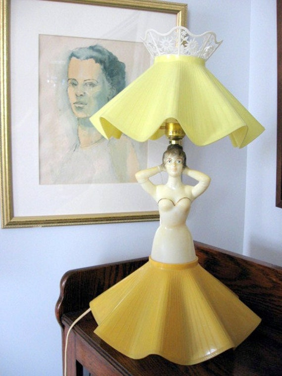 1950s Gilbert Creation Yellow Plastic Lady Boudoir Lamp