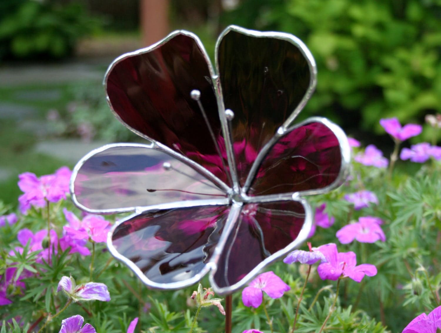 Stained glass violet flower garden ornament for Flower garden ornaments