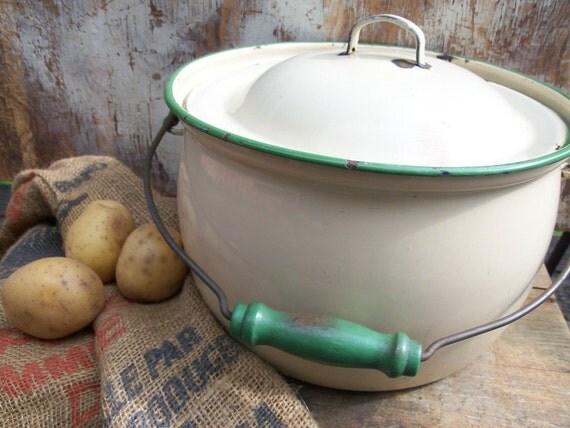 Old Farmhouse Stock Pot Cream Enamelware with Green Trim