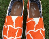 TOMS, painted TOMS, Women's Shoes, personalized shoes, painted shoes