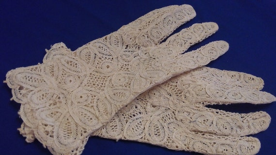 Lace Gloves Small Never Worn Mid Century or Older