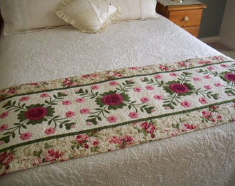 Bed Runner pattern Cranberries & Cream