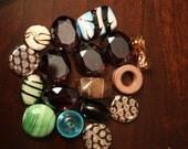 SUPPLIES---    Set of 17 Beads
