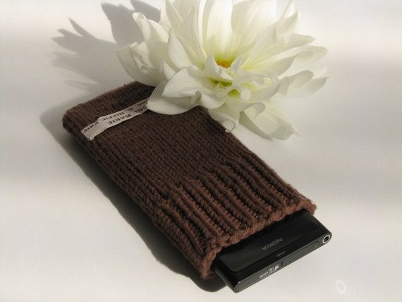 Cell Phone iPhone Case Knitted in Brown Cotton