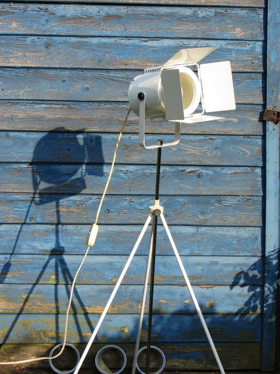 Retro Metal Tripod Lamp