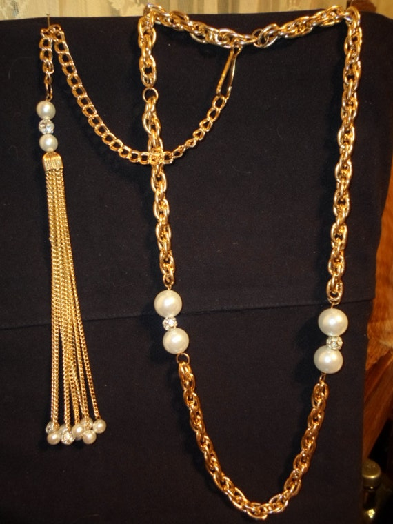 Gold tone double link Flash Back Negligee style 1958 era bead rhinestone with back dangles necklace