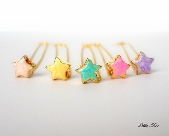 Make a wish upon a star... Tiny enamel gold star necklace - Delicate Jewelry -