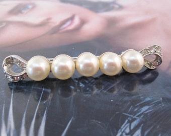 Vintage Marvella pearl brooch