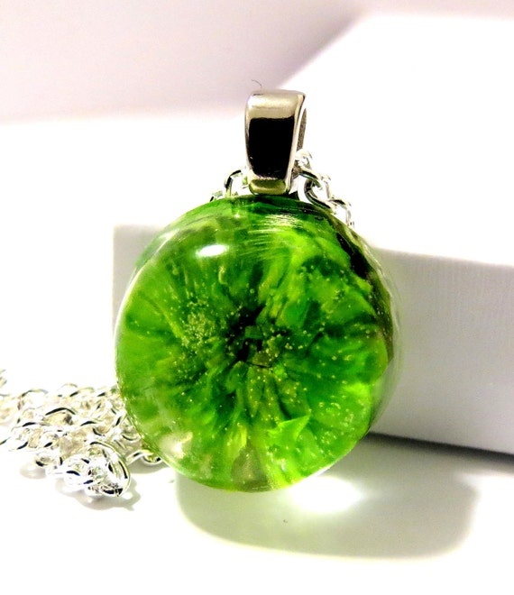 Clearance Sale 50-75 Off. Green Daisy Resin Pendant Necklace. Green Gerber Daisy Necklace: Lucy