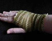 Mittens women crochet two-tone nature green FishNet