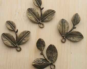 10pcs 25x24mm antique bronze three leaf charms/pendants G316