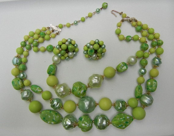 CIJ Sale: Green Vintage Necklace and Earrings, Beautiful 3-Strand  (1950's-1960's)