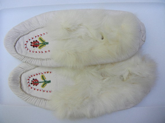 CIJ Sale: White Leather Handmade Beaded Moccasins with Fur Trim - Like New
