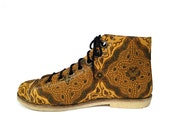 Ethnic batik art canvas shoe, gold classic pattern