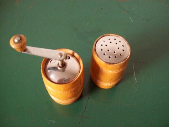Vintage Barrel shaped Salt Shaker & Pepper Mill