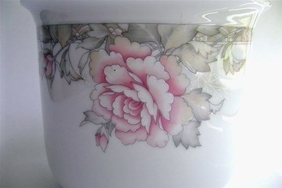 Decorative Porcelain Cachepot, Rose Pattern, Cottage chic, white and pink