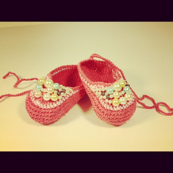 Crochet baby shoes with pearls by Mybabybeautiful on Etsy