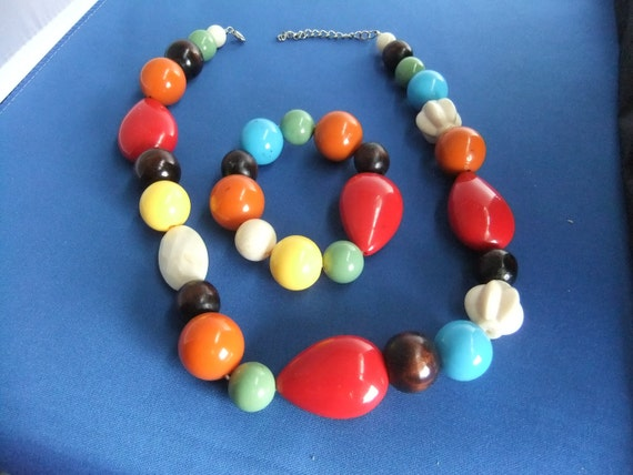 Vintage Art Deco Big Beaded Necklace with Matching Stretch Bracelet