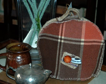 Vintage fabric hand made tea cosy (2-4 cup teapot) - Double wool retro shabby elegance