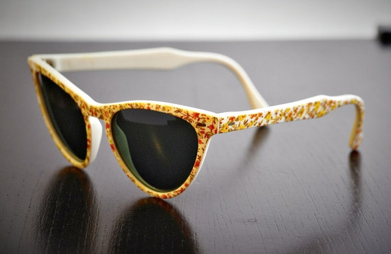 Vintage Polaroid White Sunglasses, Flora Decoration, Cat Eye Frame 8634A. Made in Italy