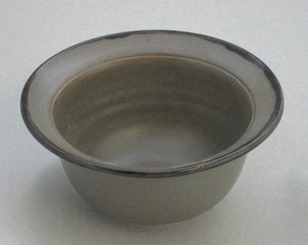 Gray bowl with lip