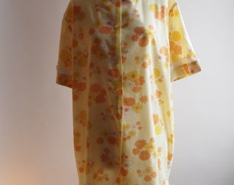 1970's yellow and orange floral patterned summer cotton dressing gown with lace trims, size L, by Label Fairplay.
