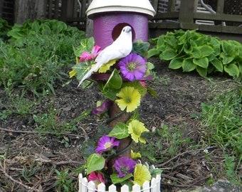 Dove Pedestal Birdhouse