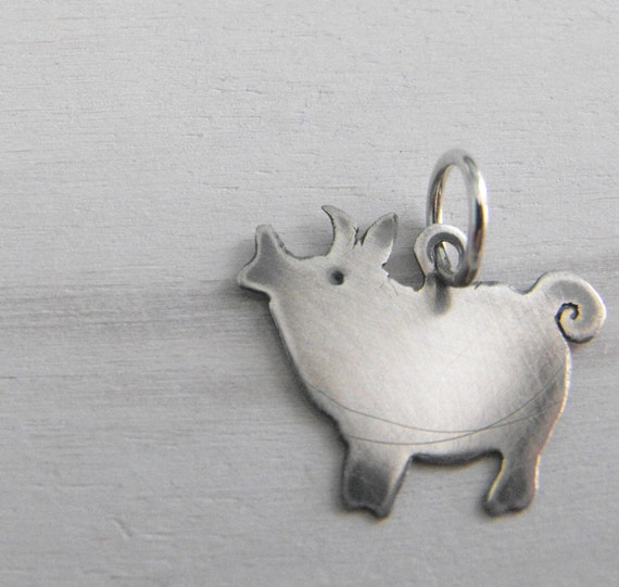 this little piggy pendant