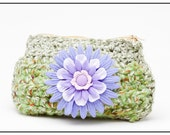 Crocheted pouch with zipper
