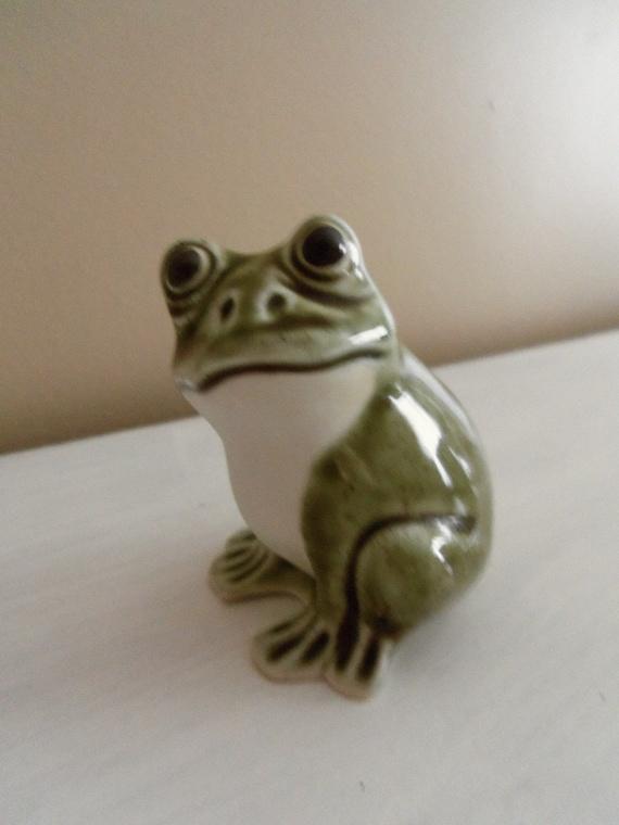 Vintage 1970s Porcelain Green Frog