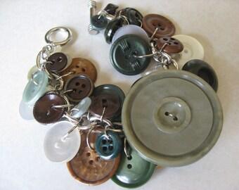 Handmade Vintage Button Bracelet SB12 green brown