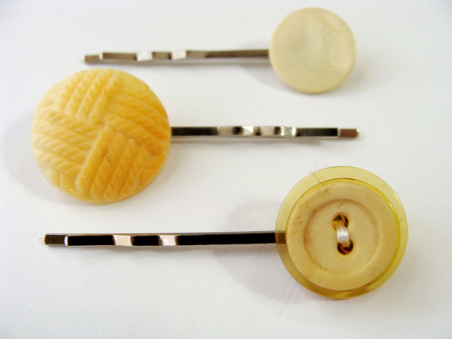 yellow 1950's hair pin buttons