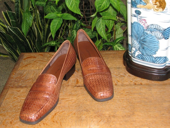 Reserved for Lidia.  Vintage Penny loafers size 10 by TROTTERS.  Woven Oxford flat huarache style.