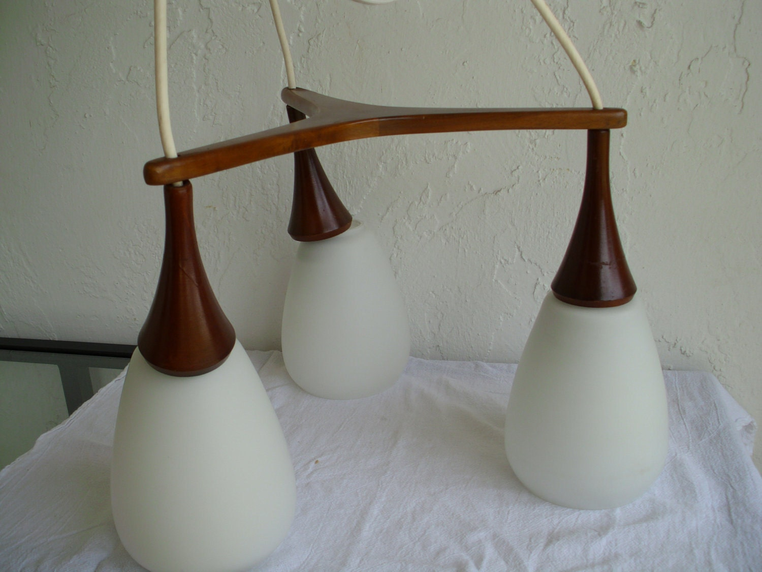 Danish mid century modern triple pendant walnut light fixture for Mid century modern pendant light fixtures