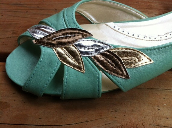 Feather and Teal flat sandal shoe size 10