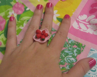 Strawberries on a Plate Ring