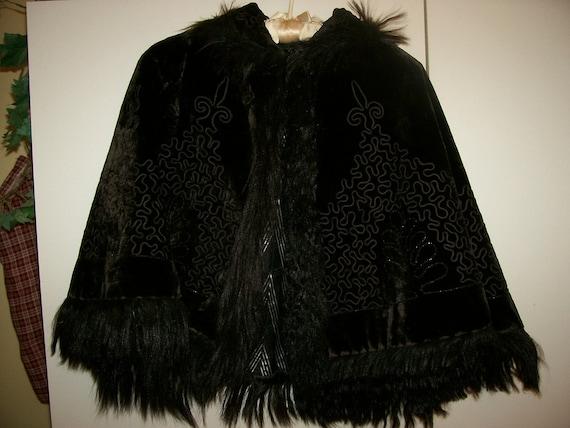Antique  Turn of the Century 1900's GORGEOUS Victorian NOIR Velvet Monkey Fur Trim