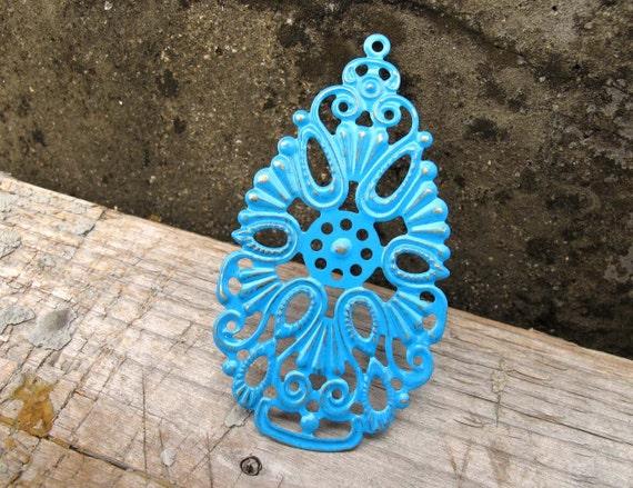 AZURE Blue - 2 x vintage style / faux patina hand painted metal charm/pendant Lace (FC33)