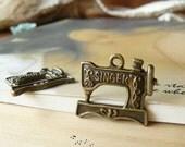 20Pcs Antique Vintage bronze Sewing Machine Charms/ Pendants  (A643)