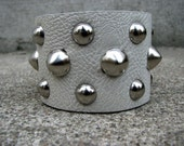 White studded leather cuff (119)