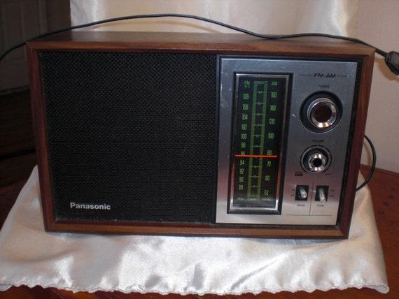 Vintage 1970s Panasonic FM / AM Transistor Radio - Model RE-6286 RE6286