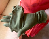 vintage ladies olive green 4 button gloves with scalloped gathered wrist
