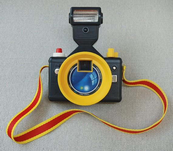 Vintage 1988 Fisher Price Crazy Camera with Special Effects