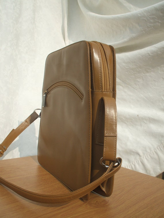 Beautiful vintage Tanner Krolle (Chanel) handbag. Caramel leather bag - immaculate.