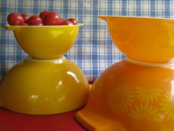 Pyrex Orange Yellow Daisy Mixing Bowl Set 1960's