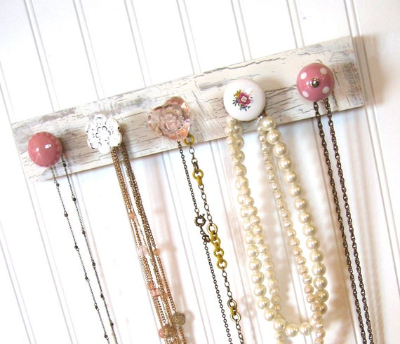 "Necklace Display ""Pretty in Pink"""